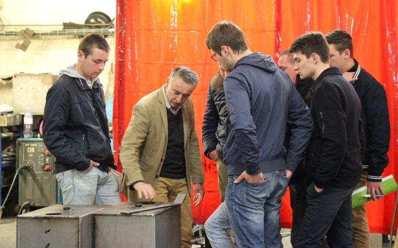 Présentation de l'activité de réservoir hydraulique auprès d'étudiants